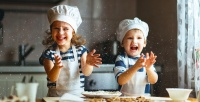 https://dviyeq873v9uq.cloudfront.net/wp-content/uploads/2017/10/24133659/kids-cooking.jpg