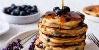https://dviyeq873v9uq.cloudfront.net/wp-content/uploads/2020/05/17130927/Blueberry-Peanut-Butter-Pancakes-12.jpg