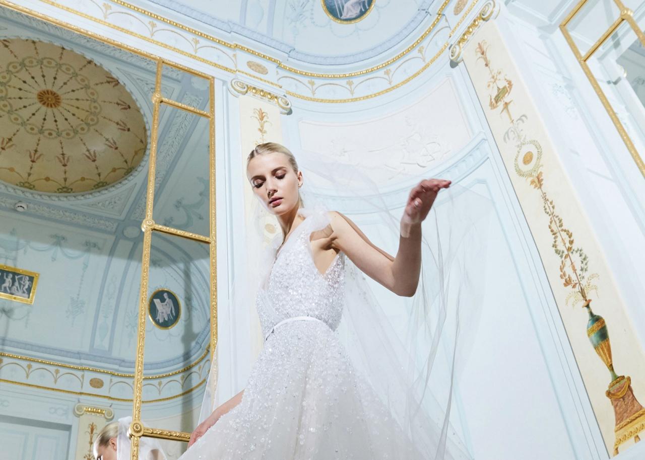 9666e4ea71dd1 فساتين زفاف ساحرة وتصاميم تحاكي أحلام كل امرأة إنه بالتأكيد إيلي صعب