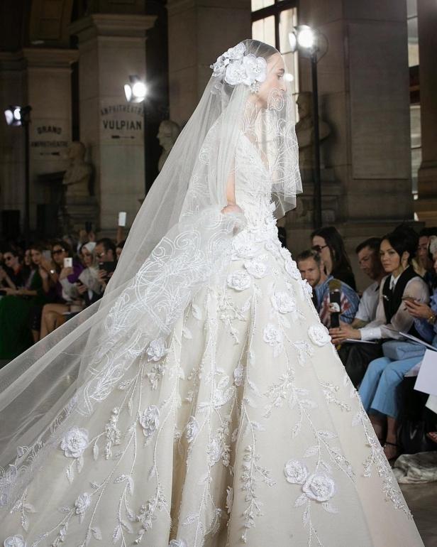 0c891ef5d3ae1 فساتين زفاف جورج حبيقة - Savoir Flair Al Arabiya