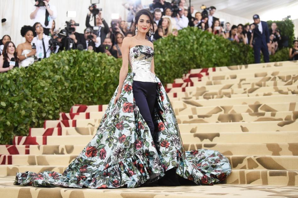 5babc0590 أتذكرين ذلك الفستان الرائع الذي ارتدته أمل كلوني تلك الليلة؟