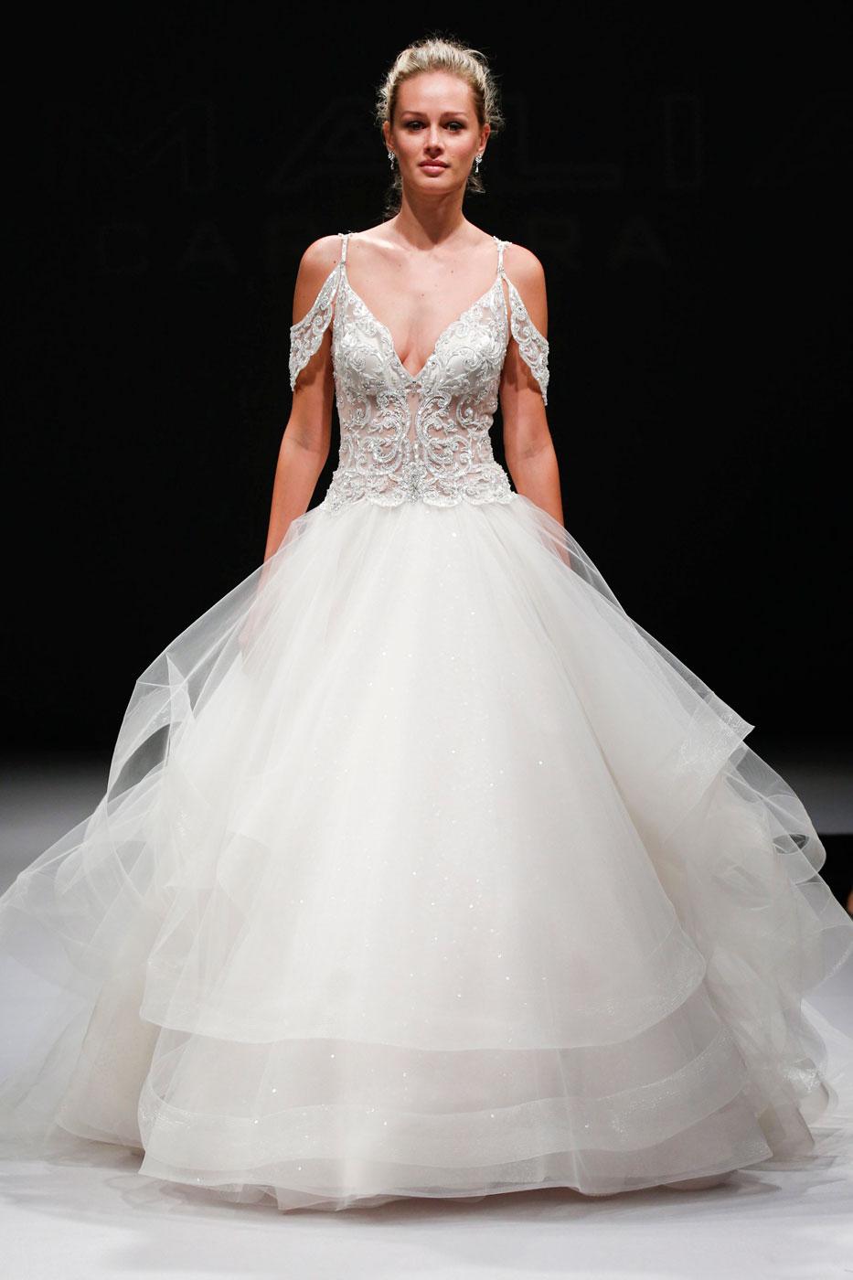 0a570b925de8e أجمل عشرون فستان زفاف من أسبوع العروس خريف وشتاء 2017 - Savoir Flair ...