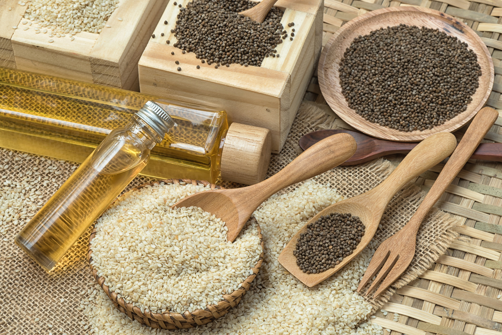 sesame-oil-with-seeds shutter