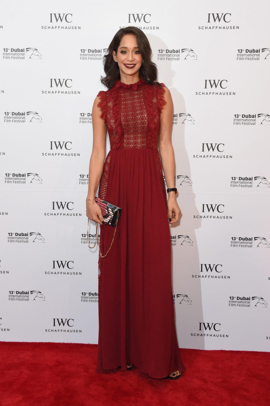 2fc08c2d6d085 فساتين رائعة ارتدتها النجمات في حفل جوائز IWC صوتي للأجمل - Savoir ...
