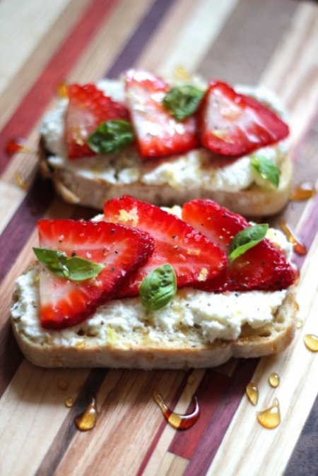 ricotta toast with strawberries, basil, and honey