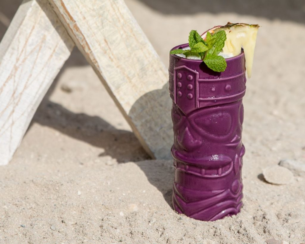 beachy tiki drink breeze beach grill dubai