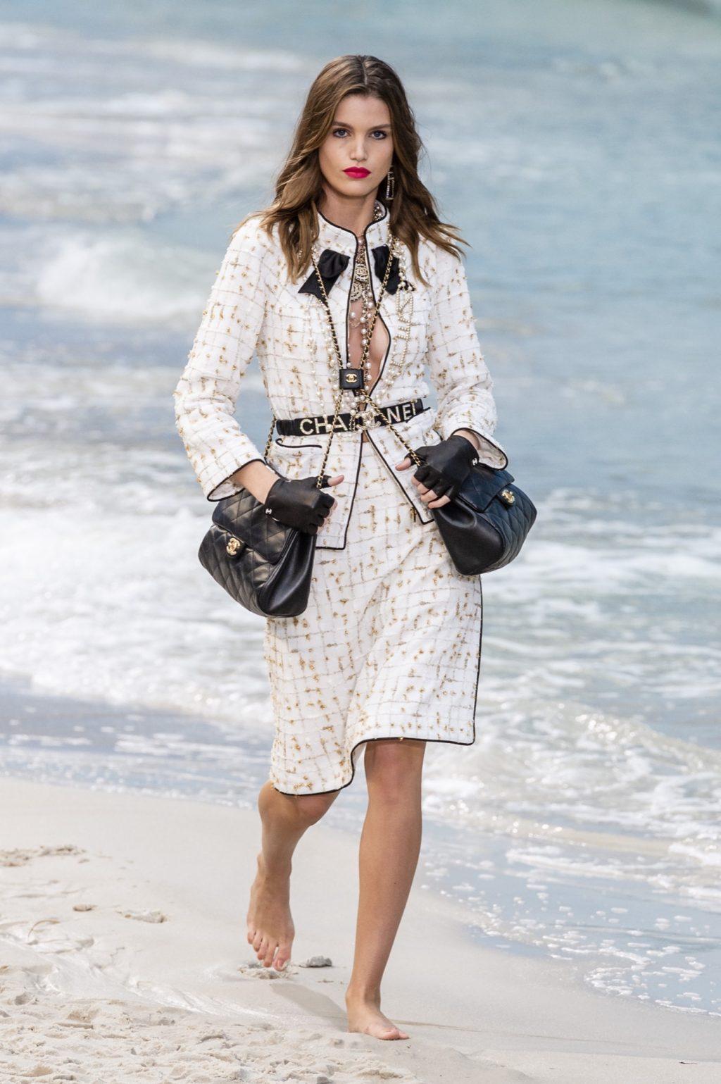 ea18d08086fad أزياء شانيل موسم ربيع صيف 2019 ضمن أسبوع باريس للموضة - Savoir Flair